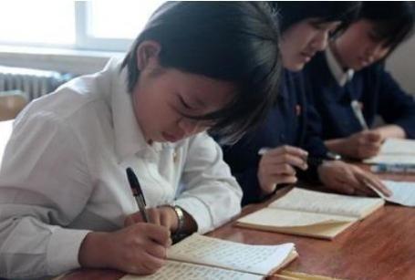 """初中生""""最常见""""的4种字体,阅卷老师不喜欢,中考千万别这样写"""