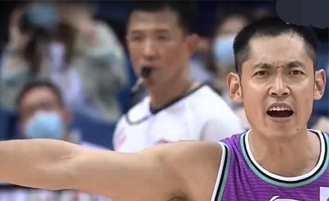 谢幕之战,张庆鹏空砍37分,贾诚的二次违体判罚有道理吗?