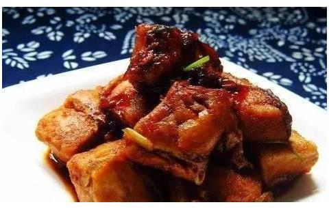 精选美食:鲜菇西兰花、酸辣回锅三文鱼、清蒸柠檬鲈鱼、红烧鱼块