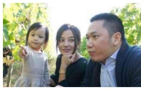 他与赵薇恋爱3年,却娶了赵薇闺蜜,如今成人生赢家!
