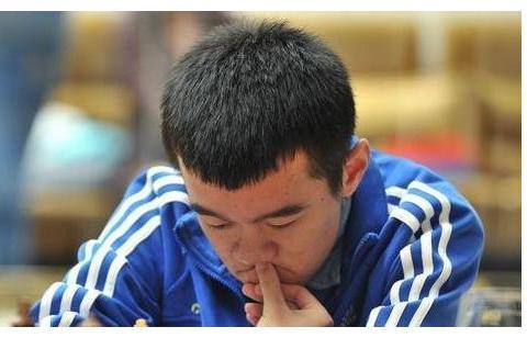 卡尔森明星赛:中国一哥九战六负,仅存一线生机,棋王决定命运