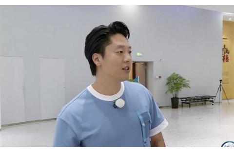 《奔跑吧》凌潇肃撕名牌挑战李晨,被分分钟秒杀,沙溢表示很吃惊