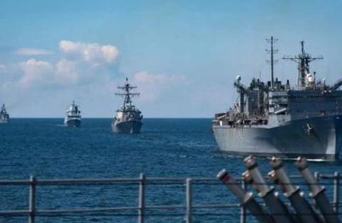 美军驱逐舰驶入敏感海域,不远万里和小弟会和,俄军全程跟踪监视