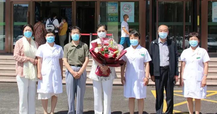王希天烈士孙女王旗莅临吉林市儿童医院参观指导