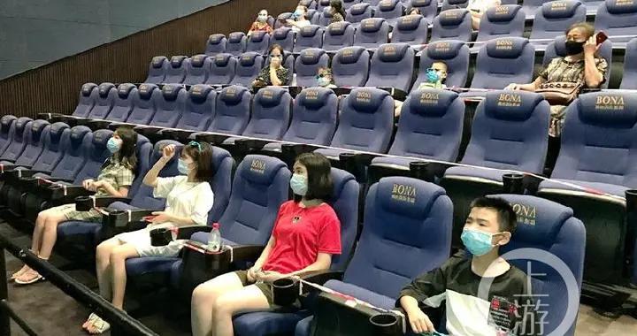 上周末近10万重庆人走进影院观影,从业者期待《八佰》《信条》再冲票房新高
