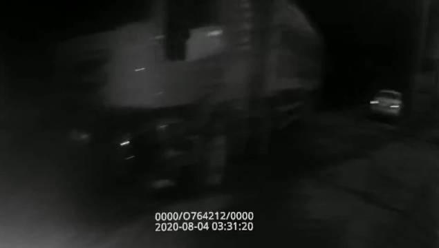 """交警拍照取证 违规驾驶员居然要对着镜头比""""耶"""" 8月4日03时许……"""
