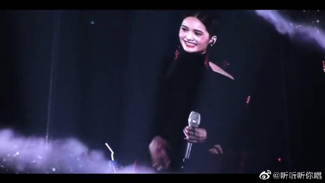 杨丞琳现场演唱《雨爱》 还记得当年热播的《海派甜心》吗?