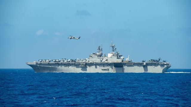东海警报再次响起,美军新锐准航母一路南下,山东号迎来强劲对手