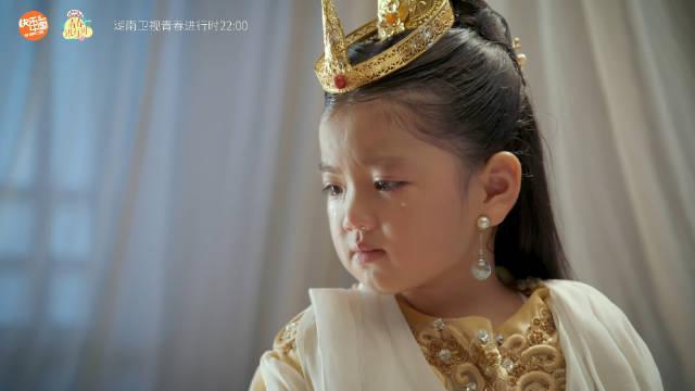 龙儿特意变小@阿拉蕾雅涵 自责地来看望受重伤的三姐