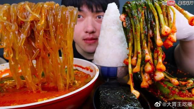 韩牛肥肠火锅&宽适当面&葱泡菜&饭若干&紫菜粉香油炒饭吃播!