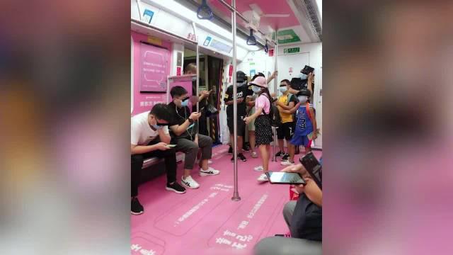 官方回应深圳地铁雷人标语:广告合法合规……