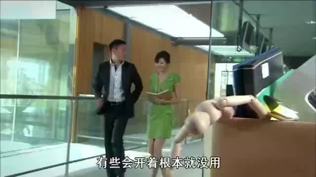秘书要开除女员工,不料反被女员工当场给开了,原来她是总裁夫人