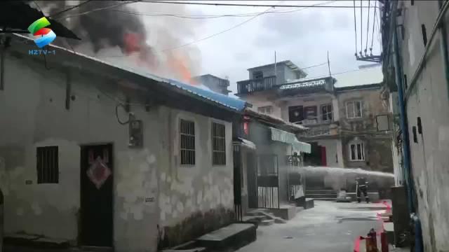 老城区一堆放香烛纸钱的瓦房起火……