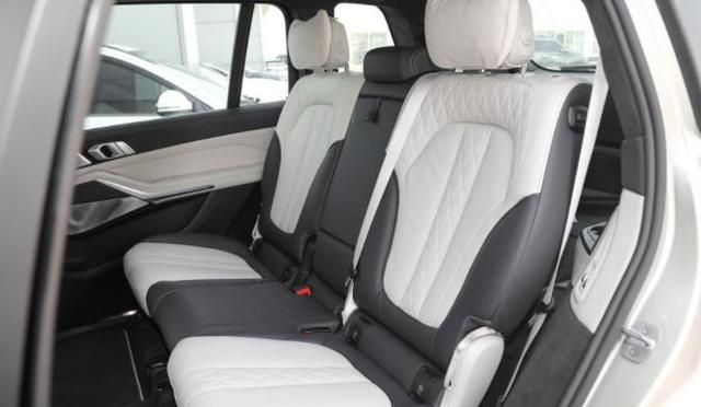 宝马X7真的好评如潮吗?它有哪些亮眼之处?车主说出了用车体验