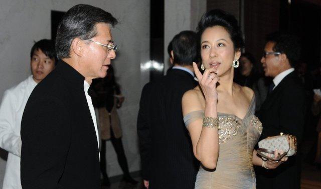 罗康瑞将百亿家产分给二婚妻子朱玲玲,一双儿女坚决放弃剩下50亿