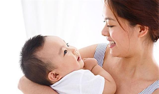 """当宝宝""""赖上""""妈妈,往往会出现这4种行为,负担也变得甜蜜"""