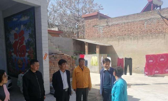 县委常委、宣传部长闻喜到梨园镇古村视察指导扶贫工作