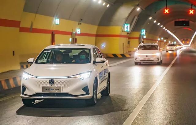 环青海湖试驾长安逸动E-life,行驶品质最让人惊喜