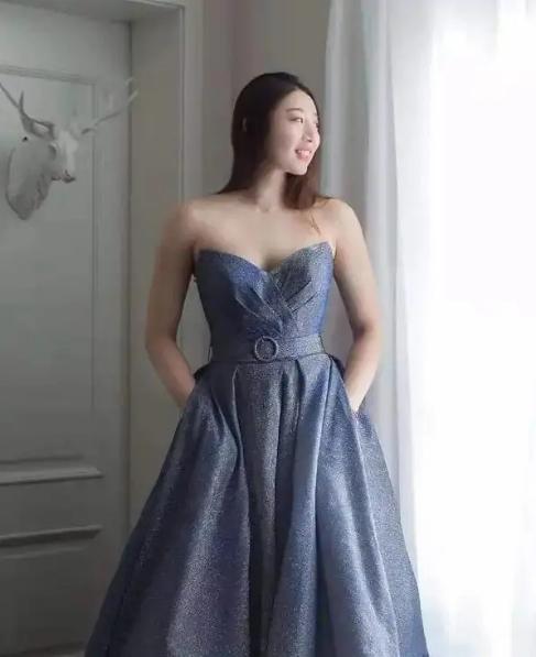 女排姚迪深V婚纱照造型,珠圆玉润,体态丰盈,网友:想嫁人了!