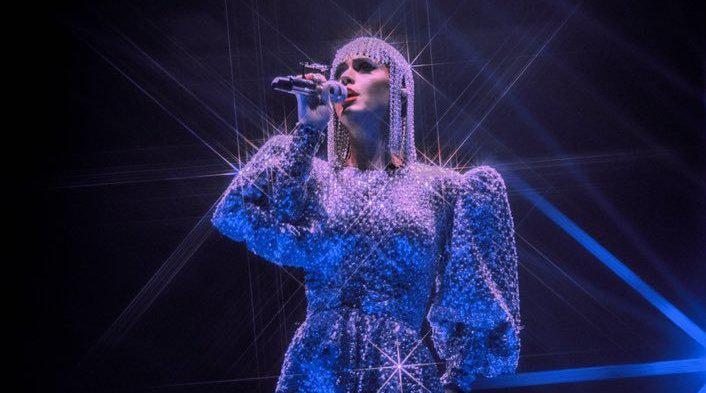 Katy Perry在与粉丝互动直播时 证实Witness巡回演唱会纪录片即将