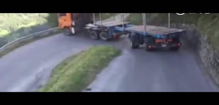 绝对老司机 看大型拖挂货车过发卡弯!!