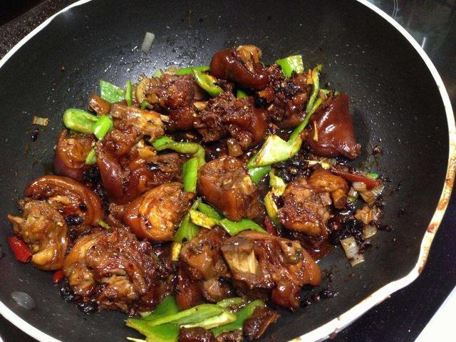 西兰花,五色蔬菜汤,干妈猪蹄,蒜炒猪脾的做法