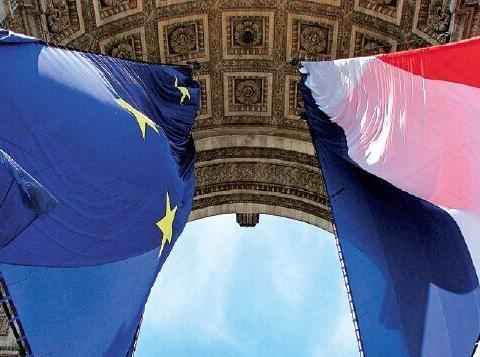 难怪马克龙如此上心!欧盟新法案达成后,国内民意支持率大幅增长