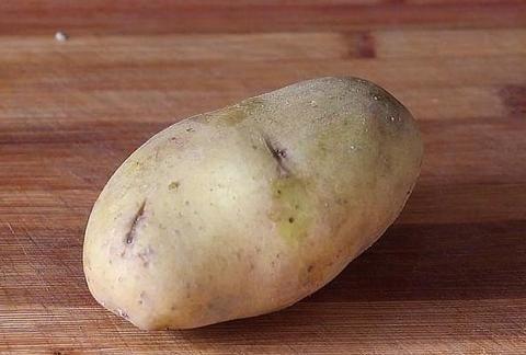 土豆这样做才好吃,劲道弹牙,天天吃都不腻,一大盘上桌不够吃