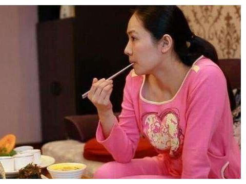 """产后坐月子别瞎补,做到""""五吃三不吃"""",身体恢复快、母乳质量好"""