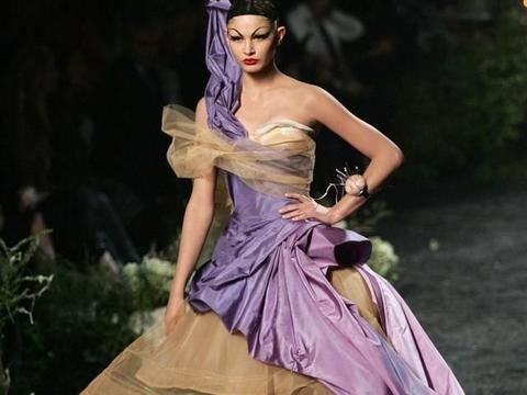 海盗的巅峰时期恰逢Dior老先生100周年:复古浪漫与梦想
