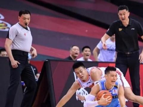 北京媒体人怒斥:这是中国篮球界的丑闻,打家劫舍过于明目张胆
