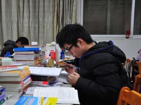 大学英语四六级考不过,考研能成功吗?两者有什么关联吗?