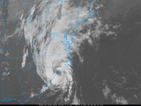 飓风携17级龙卷风袭击美国,豪宅撕成碎片!专家警告:将袭击纽约