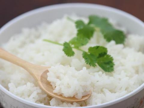 蒸米饭,用冷水还是开水?原来一直做错了,难怪米饭吃起来不香