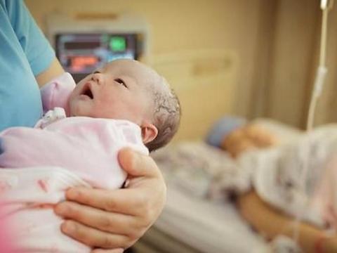 女学生怀孕9个月引产,医生苦劝2小时,孕妇:我说打掉就打掉