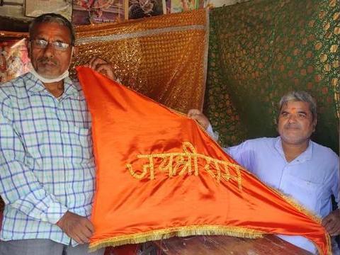 印度兄弟终生致力于给神明缝衣服,已传承4代,拒绝为平民们服务