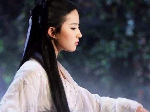 刘亦菲低调,一个简单的格纹衫掩藏不住不朽的精神