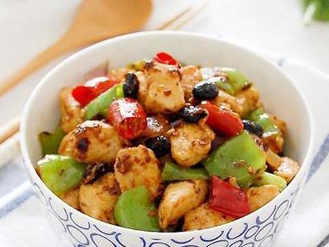 精选美食:豉椒鸡丁、豆干蘑菇炖肉、干锅走地鸡、鸡蛋炒年糕做法