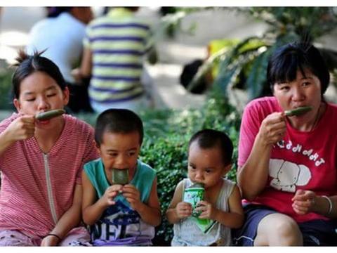 """夏至过后,带娃""""三饭""""不吃,""""二觉""""不睡,不然小病总缠着孩子"""