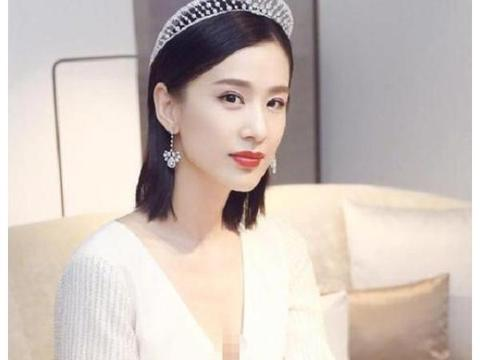 黄圣依终于跟宁静成队友,五次公演她却被淘汰,白带八个箱子