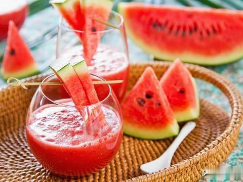 三伏天给孩子榨这10款鲜果汁,清热解腻,酸甜可口,降暑