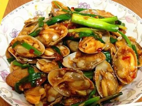 精选美食:蒜香炒花甲、凉拌猪腰、瘦肉焖子、凉拌猪肚的做法