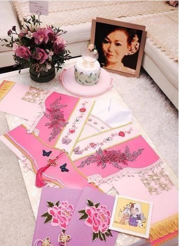 梁洁华60岁冥诞,黄芷晴准备礼物送妈妈,一张卡片寄托着爱和思念