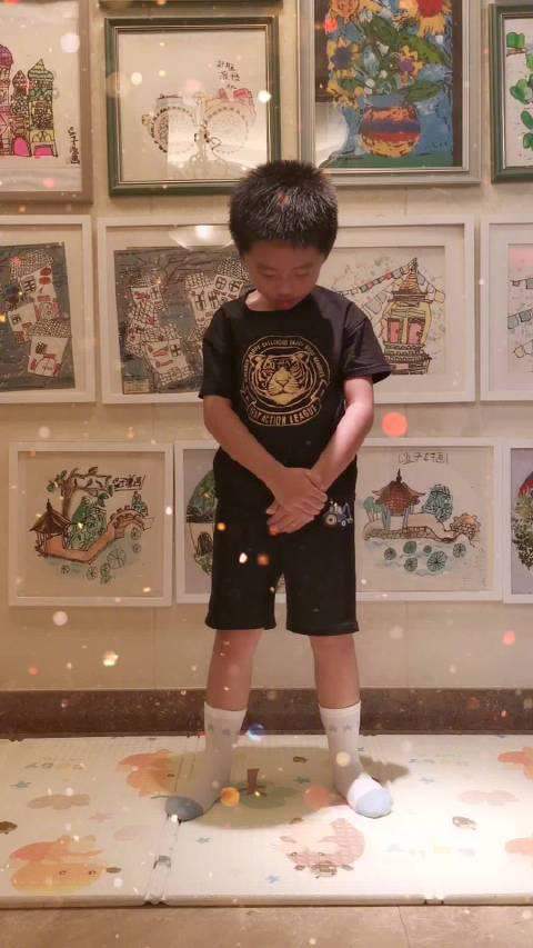 我们家居然有两个@UNIQ-王一博 小粉丝,学了5天……
