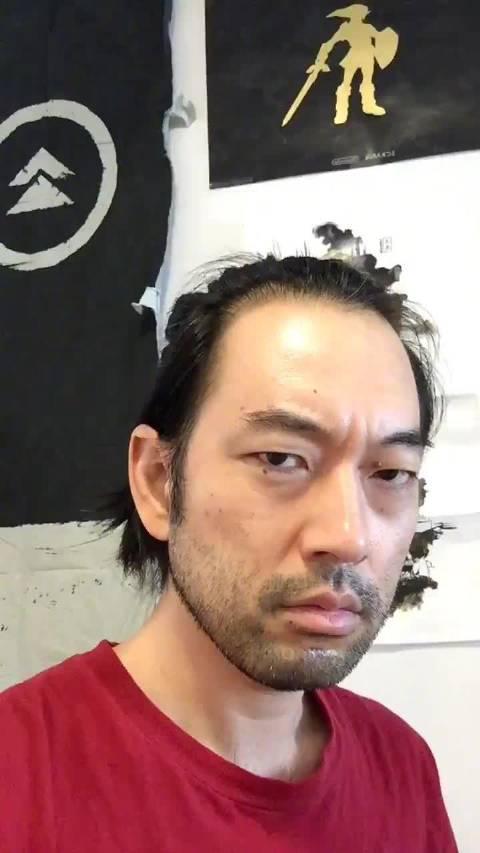 《对马岛之魂 》境井仁的饰演者Daisuke Tsuji给大家表演一个逗比
