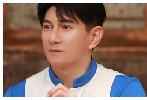 当49岁吴奇隆撞上52岁胡军,才知道玻尿酸脸和自然老去的差距