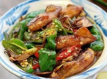 美食精选:酱香笔管鱼、原汁白蛤、酸菜白肉粉条、白灼基围虾