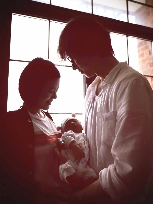 东方卫视当家花旦陈辰产女,41岁当妈,老公比前任程雷帅