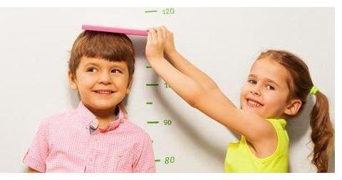 """孩子""""人小脚大""""暗示长大个?你可能想多了,这些才是长高的预兆"""