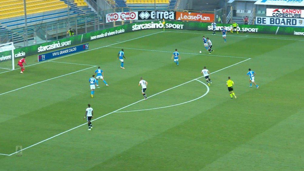 意甲联赛第35轮:帕尔马2-1那不勒斯